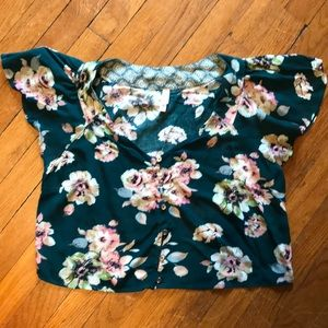 Tops - Floral crop top- perfect for summer!